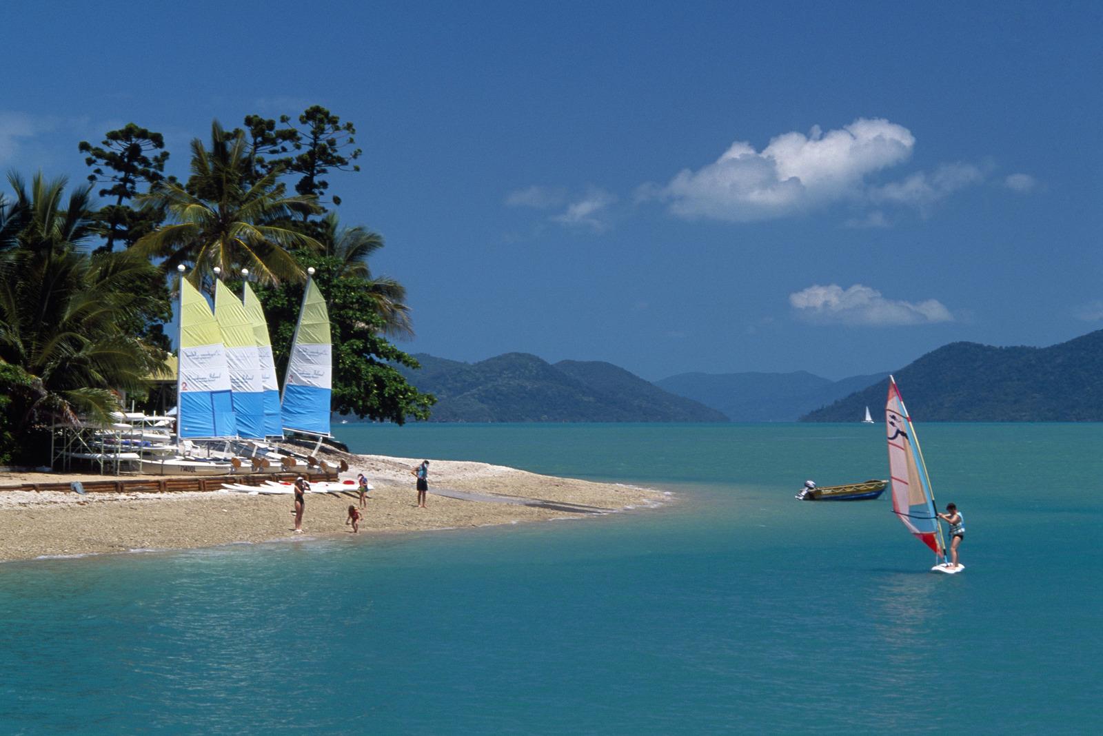 Sailing Daydream Island